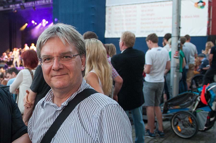 Lutz Erhardt bei der Kulturarena auf dem Theatervorplatz in Jena