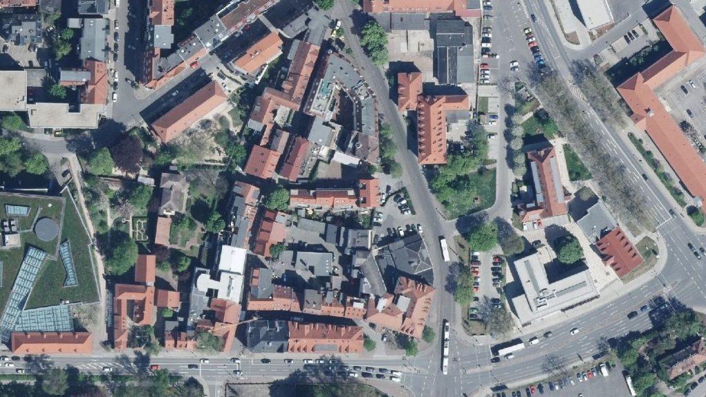 Eine Luftaufnahme der Zwätzengasse/Ballhausgasse und angrenzende Straßen.