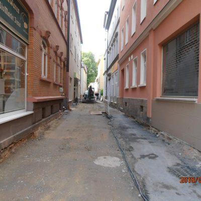 Blick in die Baustelle, links ist der Bio-Bäcker (Schaufenster) zu sehen.