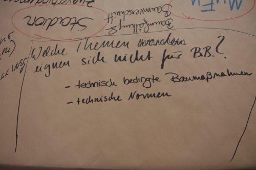 Blick auf den Thementisch Inhalt und Themen der Auftaktveranstaltung, Auftaktveranstaltung Leitlinien für die Bürgerbeteiligung, © ORBIT