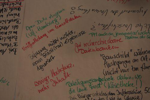 Blick auf den Thementisch Kommunikation und Information der Auftaktveranstaltung, Auftaktveranstaltung Leitlinien für die Bürgerbeteiligung, © ORBIT