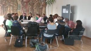 Am Thementisch Bildung und Ausbildung wird intensiv über das die Umsetzung von Inklusion in Jena diskutiert.