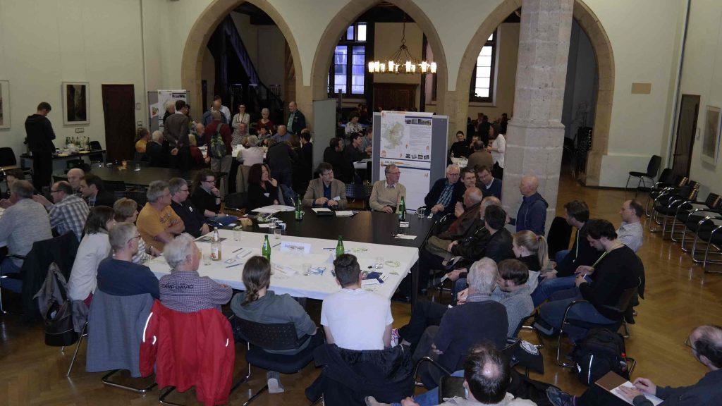 Bürger diskutieren am 07.04.2016