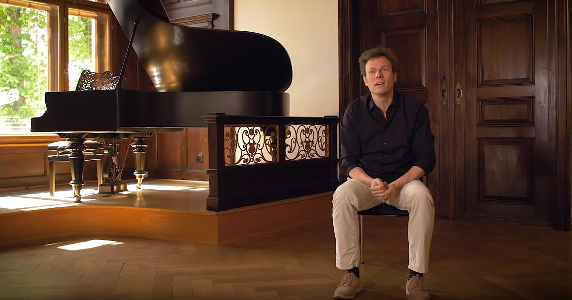 Simon Gaudenz in der Villa Rosenthal Jnea