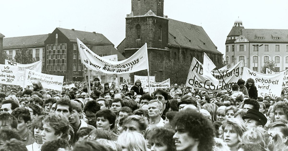 Einwohnerforum auf dem Platz der Kosmonauten in Jena am 04.11.1989,