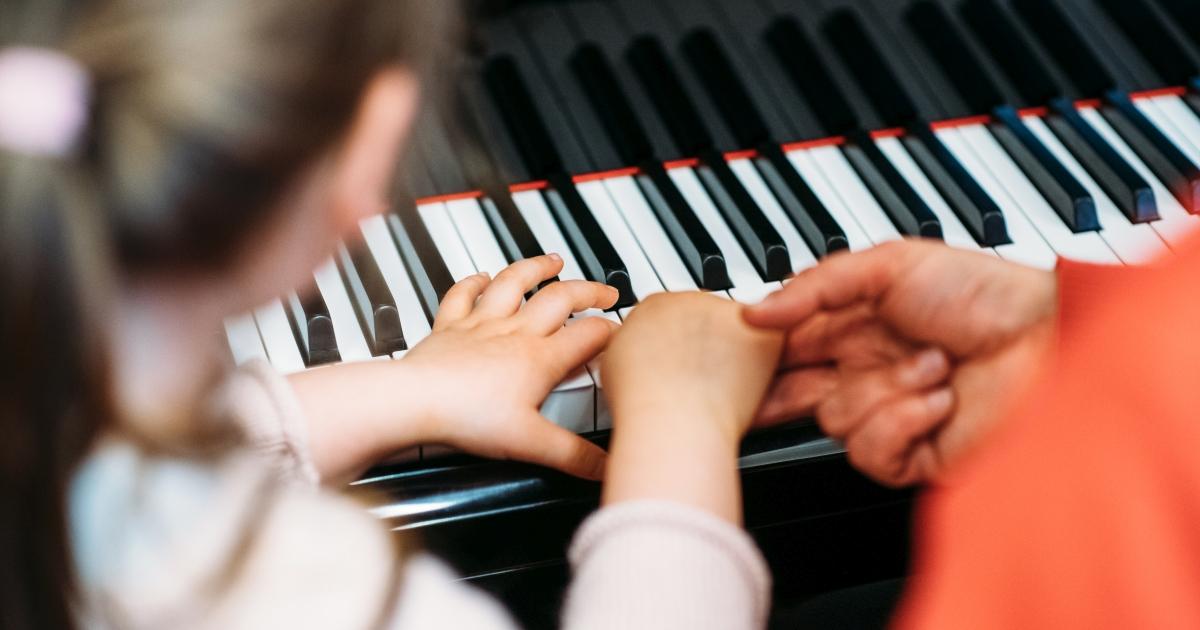 Klavierspiel an der Musik- und Kunstschule Jena