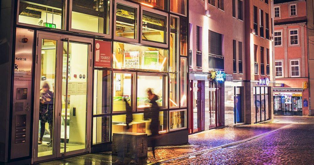 Straßenzug der Jena Tourist-Information am Markt 16