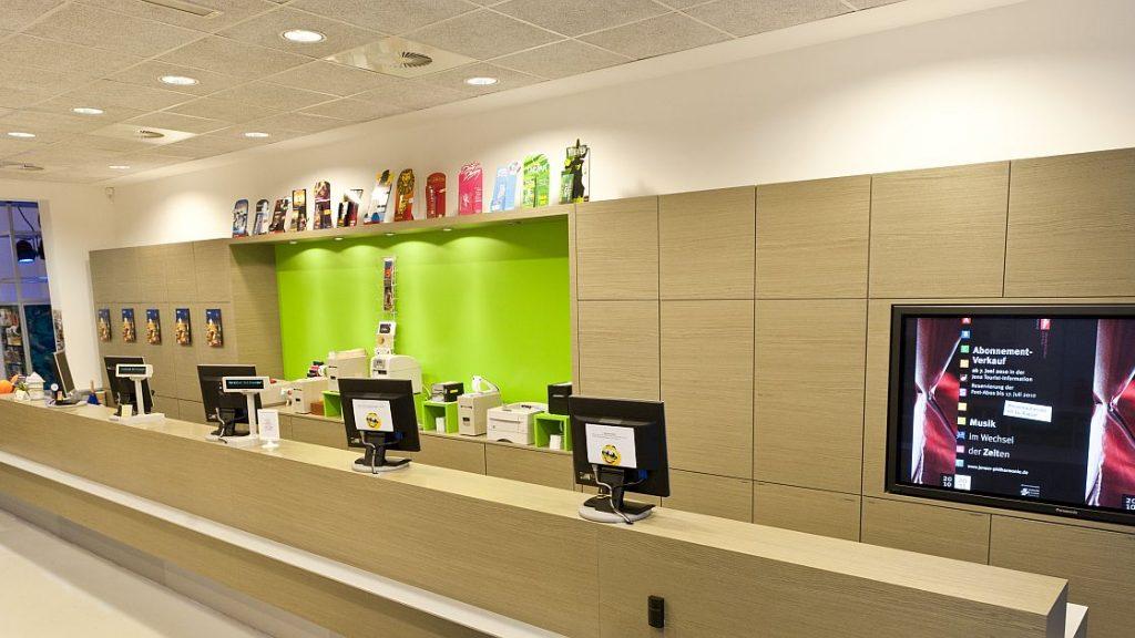 Jena Tourist-Information Innenansicht Ticketing