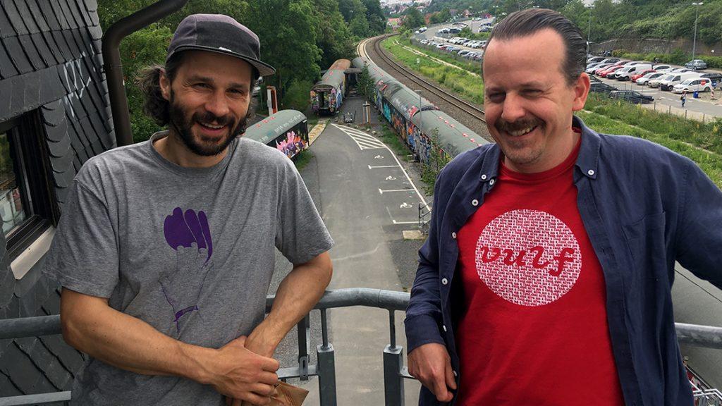DJ Légères (links) und Ilja Gabler auf dem Gelände des Kassablanca Jena
