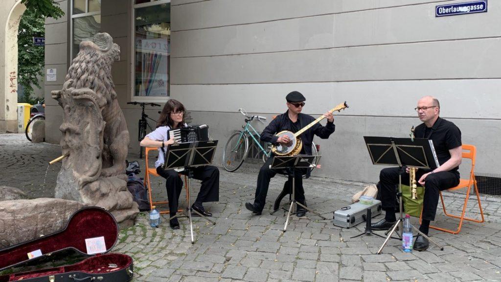 Musiker*innen bei den Jenaer Straßenpflasterfestspielen am 25. Juli 2020