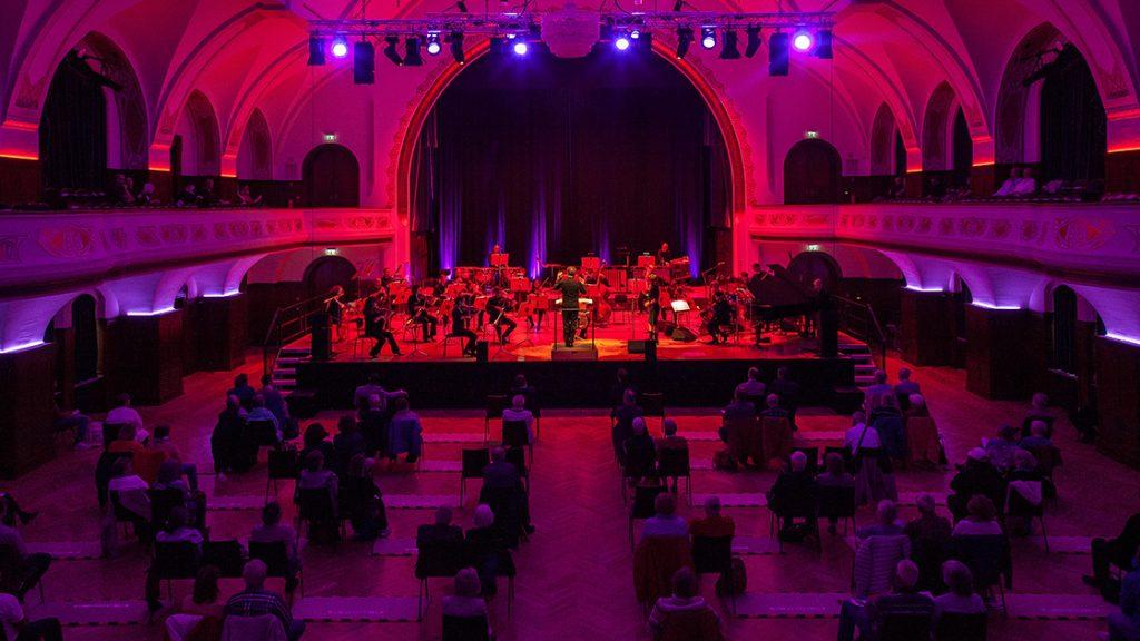 Eröffnungskonzert der Jazzmeile Thüringen: Jenaer Philharmonie trifft Sarah Buechi