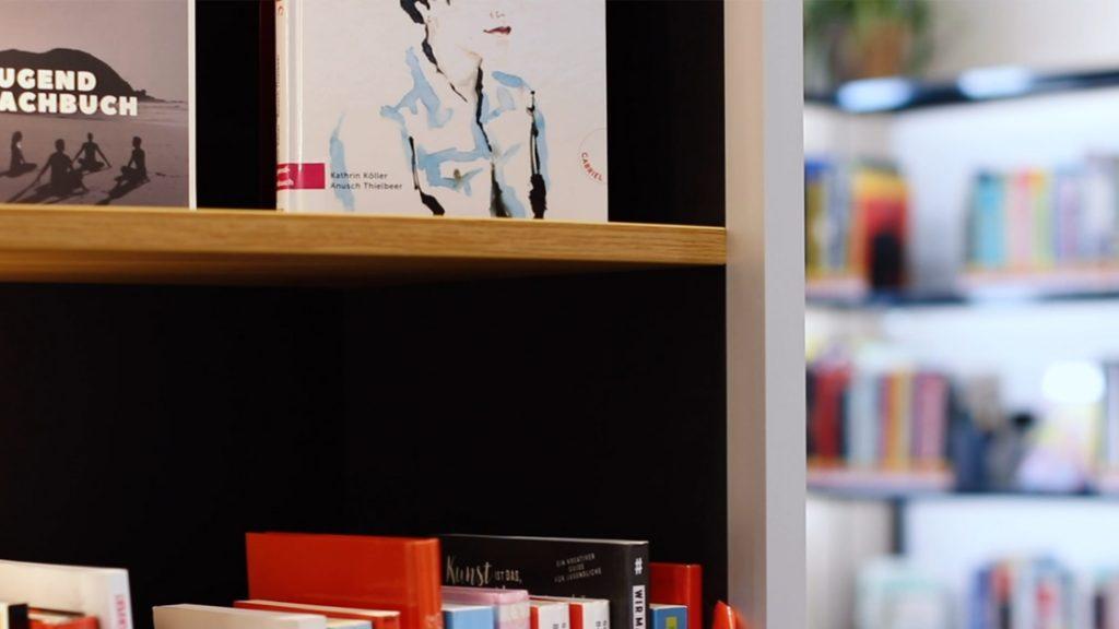 Bücherregal im Jugendbereich der Ernst-Abbe-Bücherei Jena