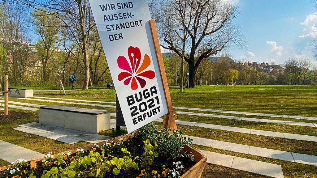 BUGA-Außenstandort Jena, Landfeste mit Blick auf Blumenboot und BUGA-Schild