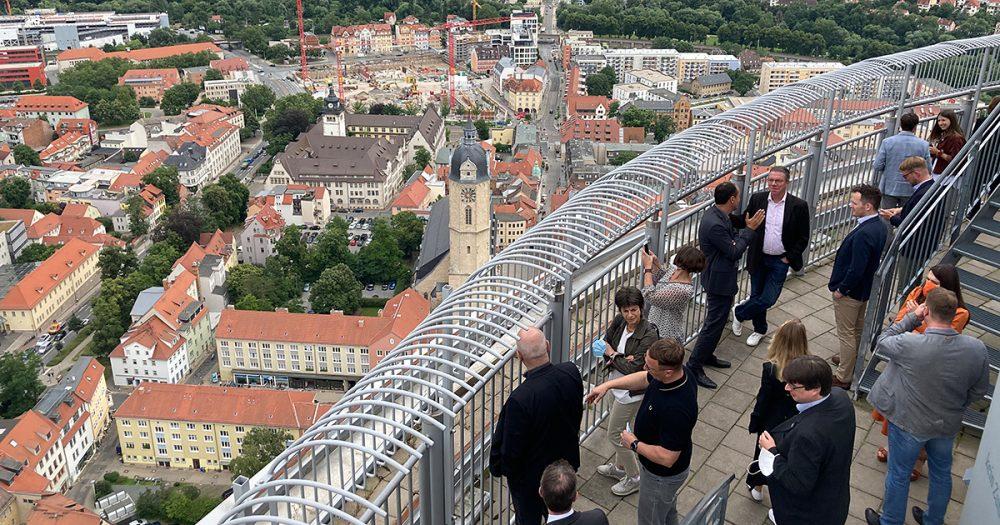 Blick von der Scala-Aussichtsplattform auf die Stadt Jena und ihre Baustellen