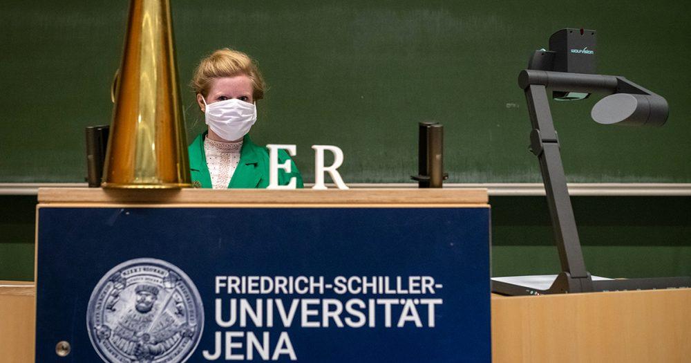 """24.09.2020 Jena: Denkmaleinweihung zu """"E.R. – Portrait eines Vergessenen."""" - eine performative Spurensuche zu Eduard Rosenthal, inszeniert von Anke Heelemann"""