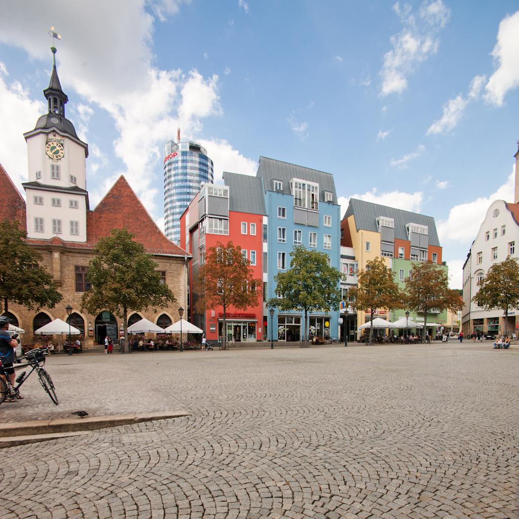 Blick auf den Marktplatz von Jena in Richtung Rathaus.