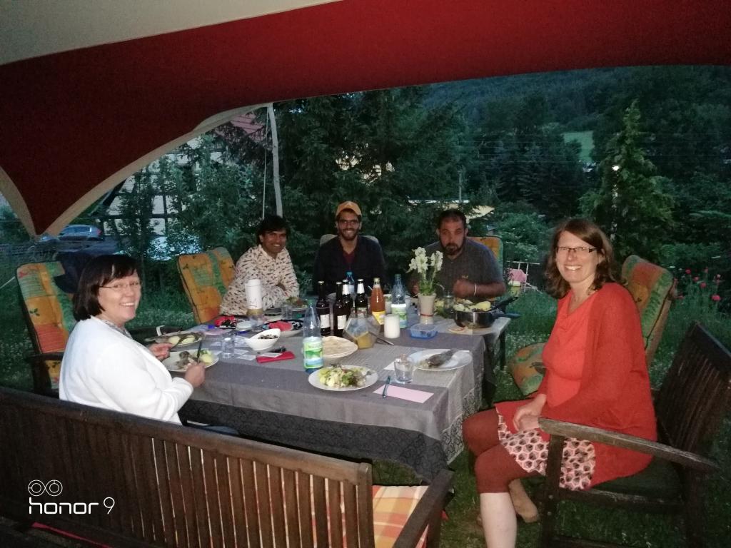 """Die Kochgruppe Lobeda bei der """"Arbeit""""!"""