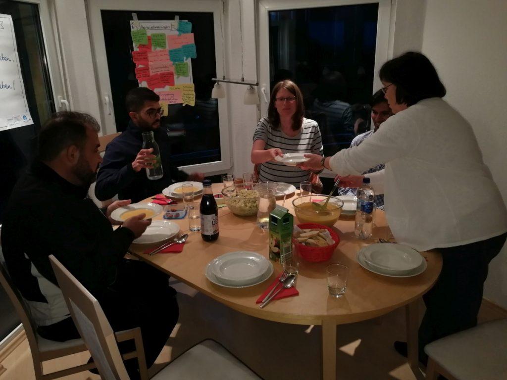 Die Kochgruppe Lobeda in intensivem Austausch!