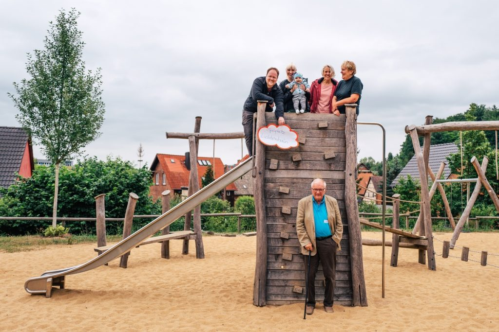 Die Kochgruppe Stadtgebiet am Spielplatz in Lichtenhain!