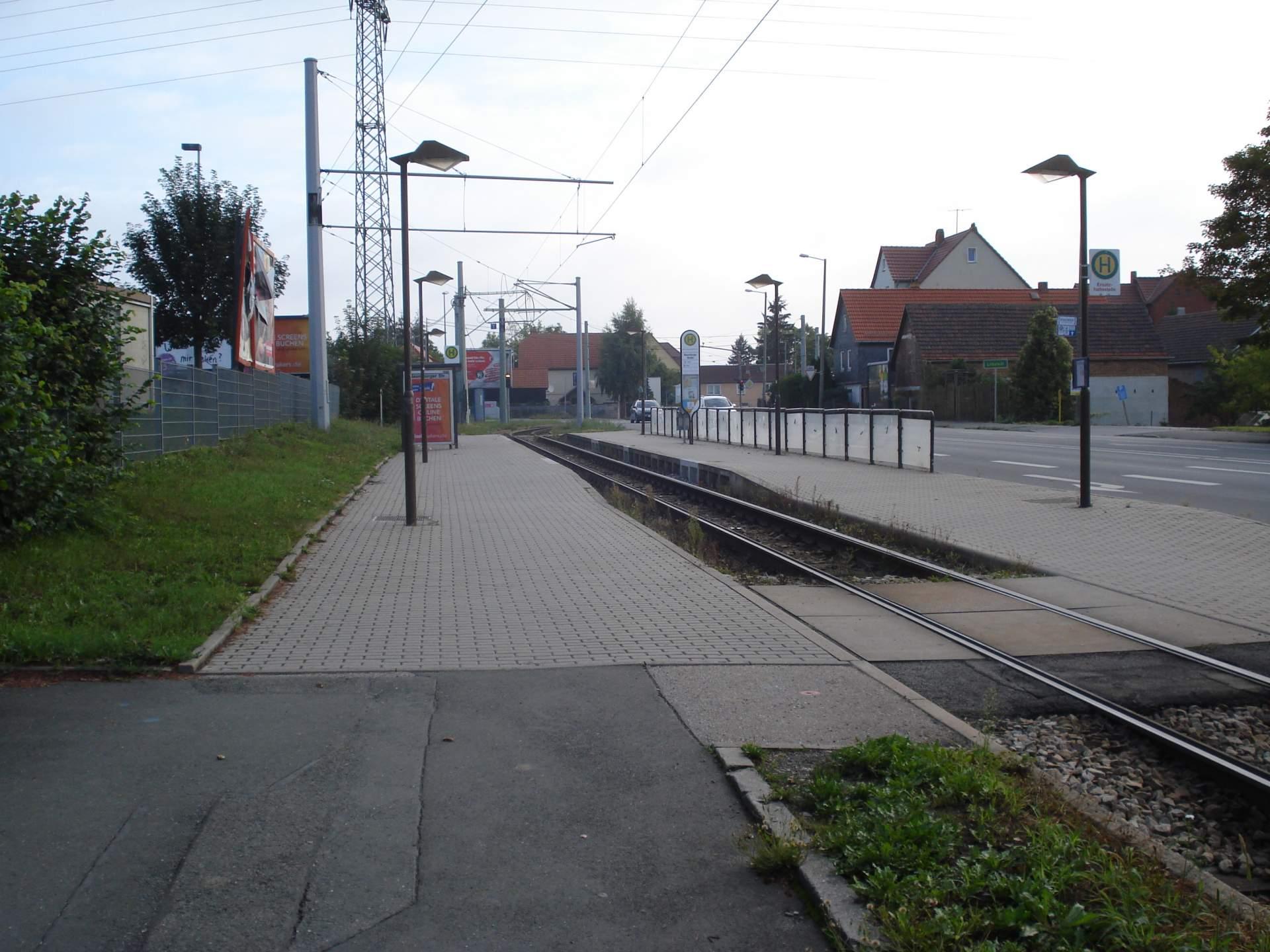 Gleisbereich der Straßenbahn-Haltestelle