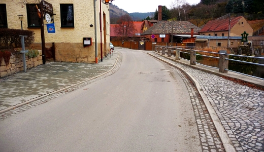 Die neu gebaute Straße Pennickental am Teich in Woellnitz - Foto © Stadt Jena KSJ