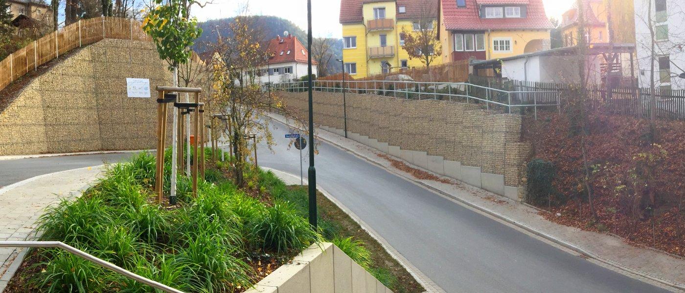 Burgweg mit Stützwänden an der Einmündung zur Hausbergstraße - Foto © Stadt Jena KSJ