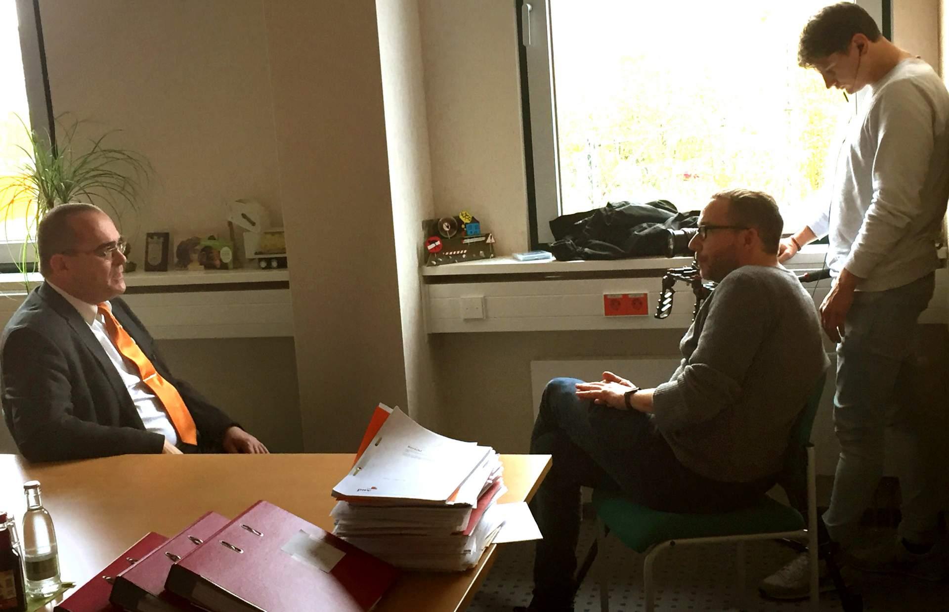 Uwe Feige im Gespräch mit einem MDR-Redakteur - Bildrechte MediaPool Jena 2018