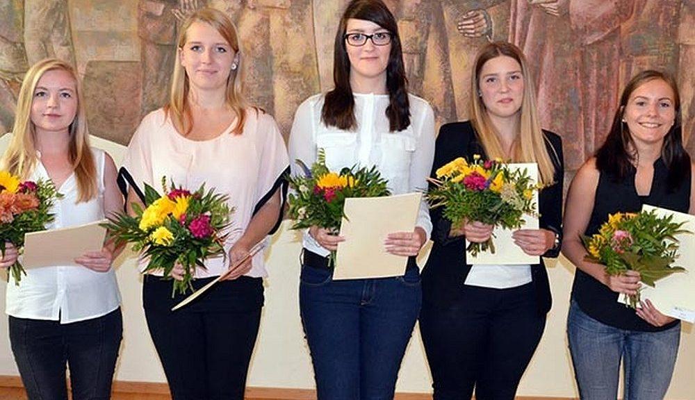 Weibliche Auszubildende der Stadtverwaltung Jena