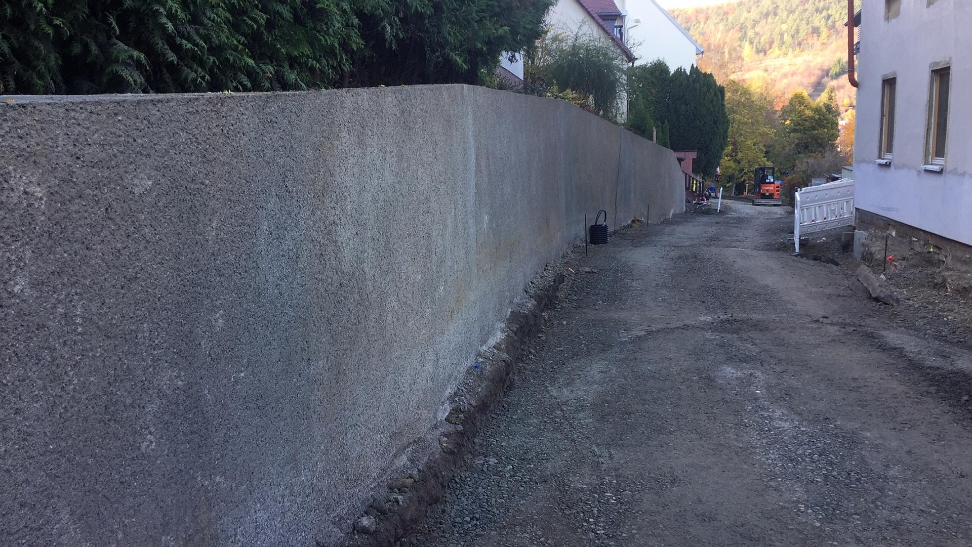 Die neue Stützmauer in der Lützowstraße
