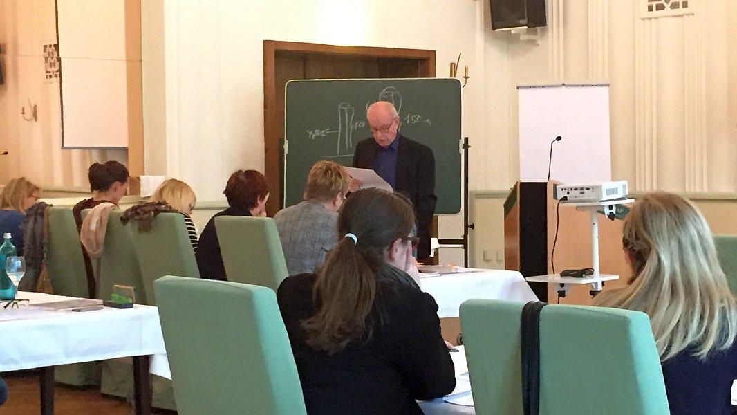 Prof. Dr. Hans-Joachim Driehaus bei einem Seminar zum Straßenbaubeitragsrecht in Jena