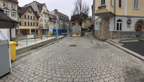 Ein Foto vom Johannisplatz oberer Teil, Pflasterung, Blick Richtung Wagnergasse